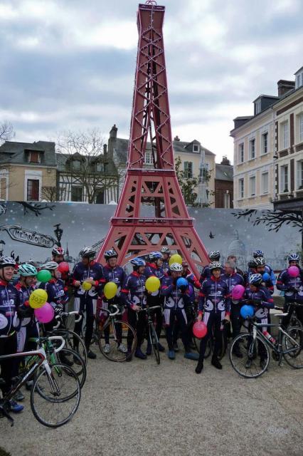 Rassemblement au pied de la Tour Eiffel (de Lillebonne)
