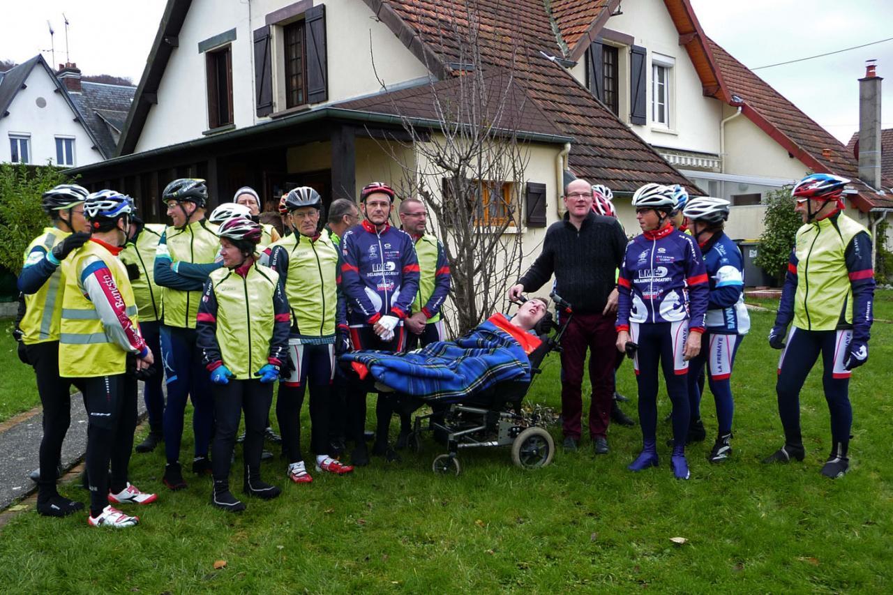 Mr Gallais et Julien avec le groupe des cyclo